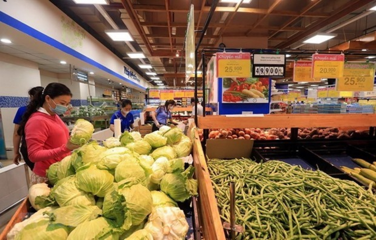 Customers choose vegetables at a supermarket in HCM City during an earlier lockdown. (Photo: VNA)