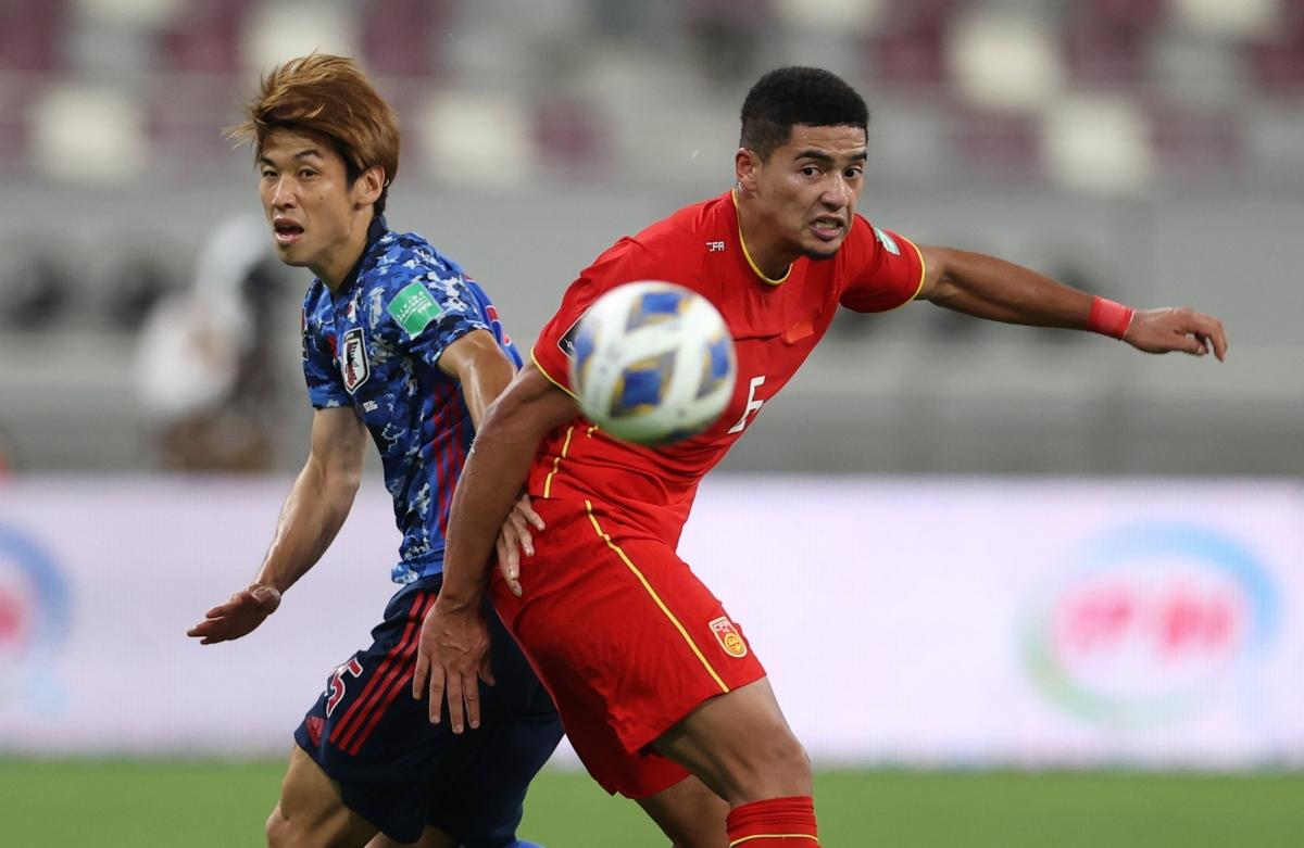 Tiền đạo Alan trong trận đấu giữa ĐT Trung Quốc và ĐT Nhật Bản. (Ảnh: Reuters).