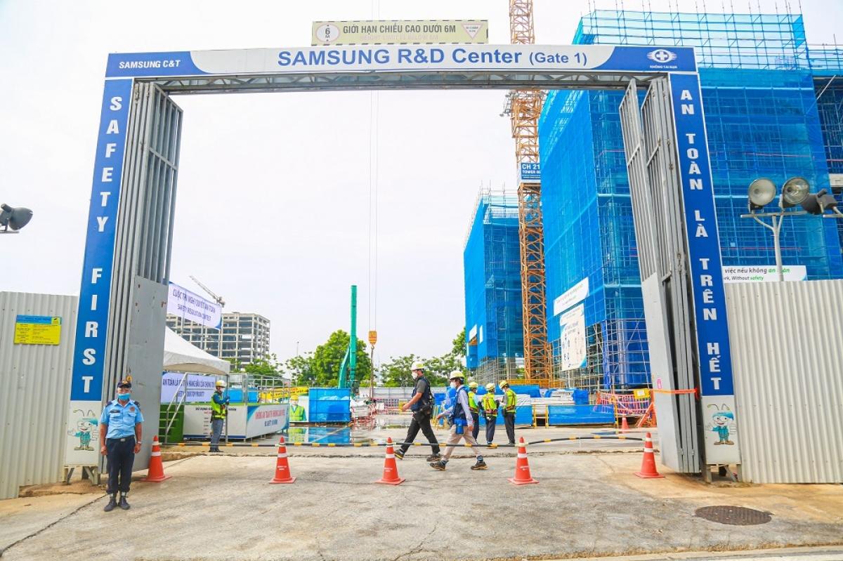 Quang cảnh công trường xây dựng Trung tâm R&D mới của Samsung tại khu vực Tây Hồ Tây, Hà Nội