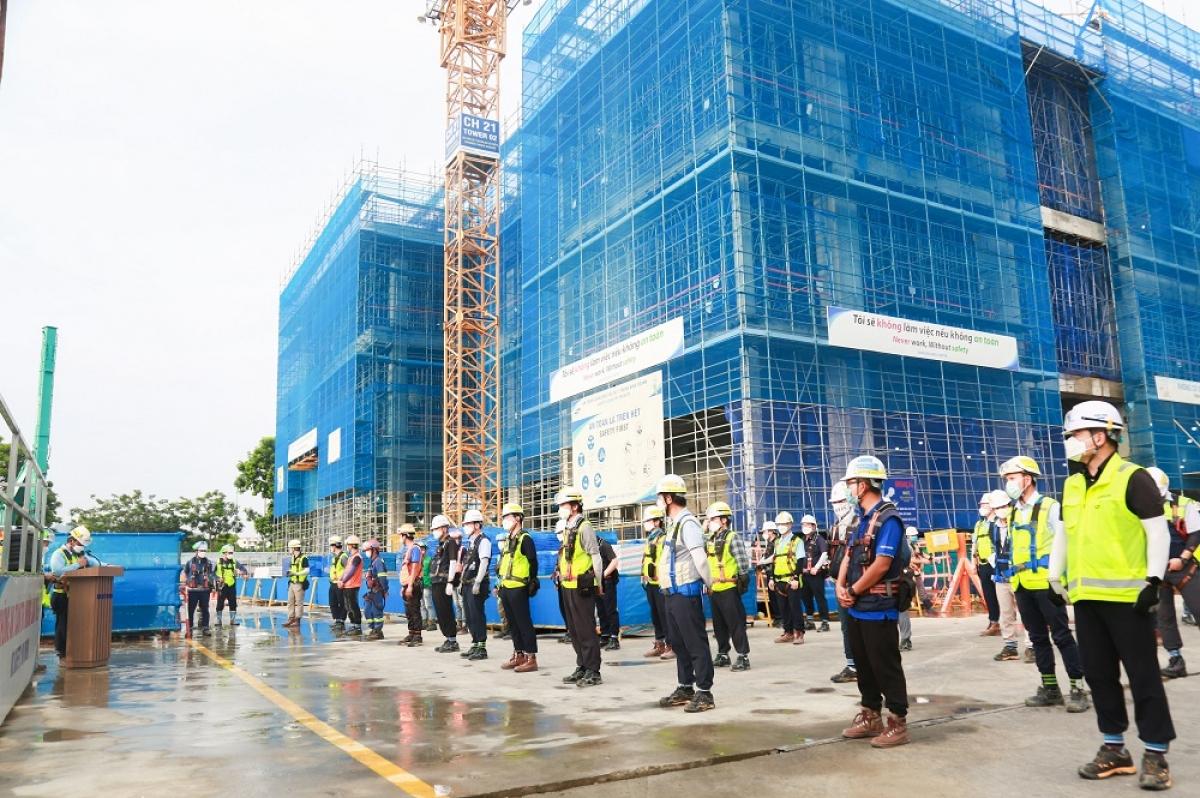 Các nhân viên cam kết thực hiện các quy định an toàn tại công trường xây dựng