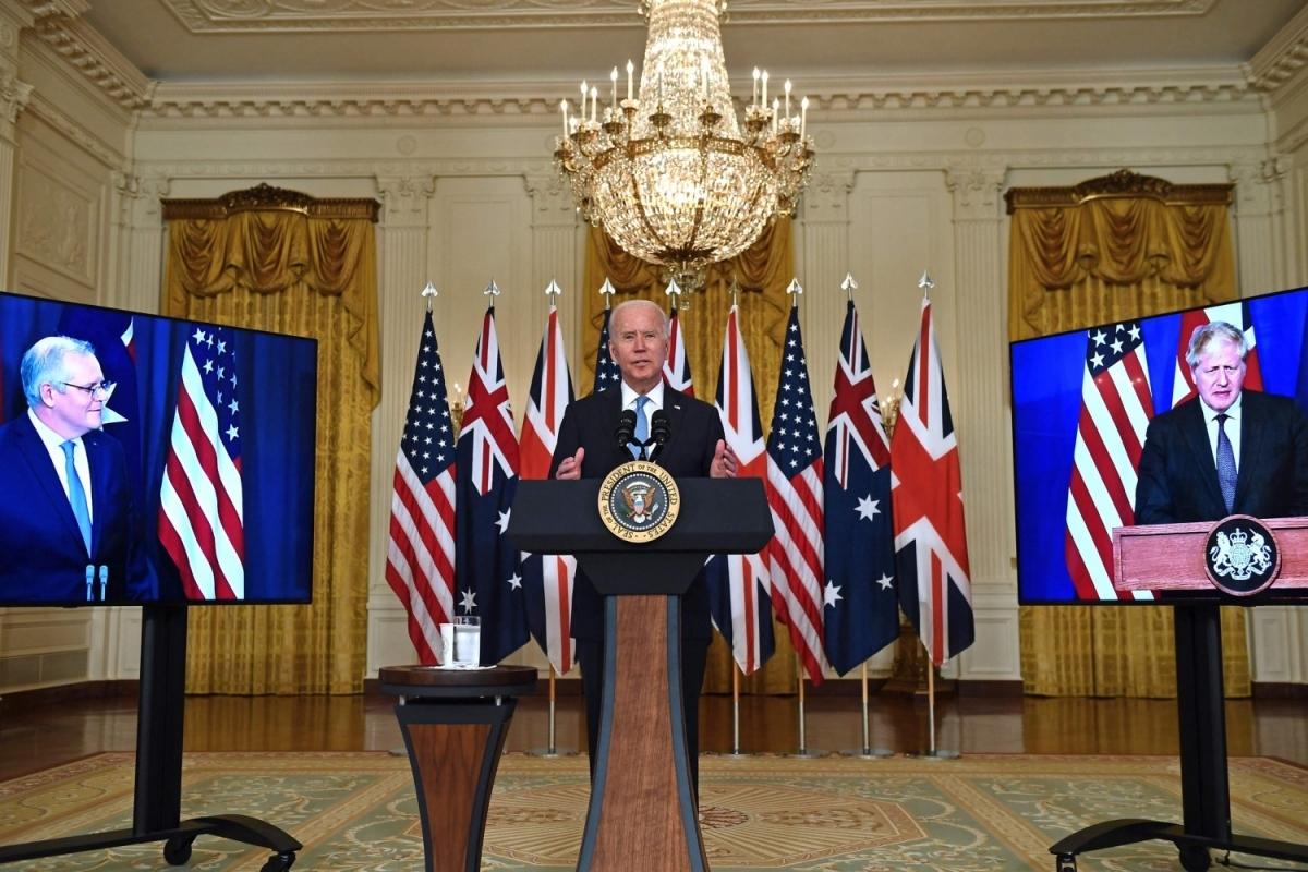 Tổng thống Mỹ Joe Biden họp trực tuyến từ Nhà Trắng với Thủ tướng Australia Scott Morrison và Thủ tướng Anh Boris Johnson công bố việc thành lập liên minh AUKUS ngày 15/9. Ảnh: NBC News.