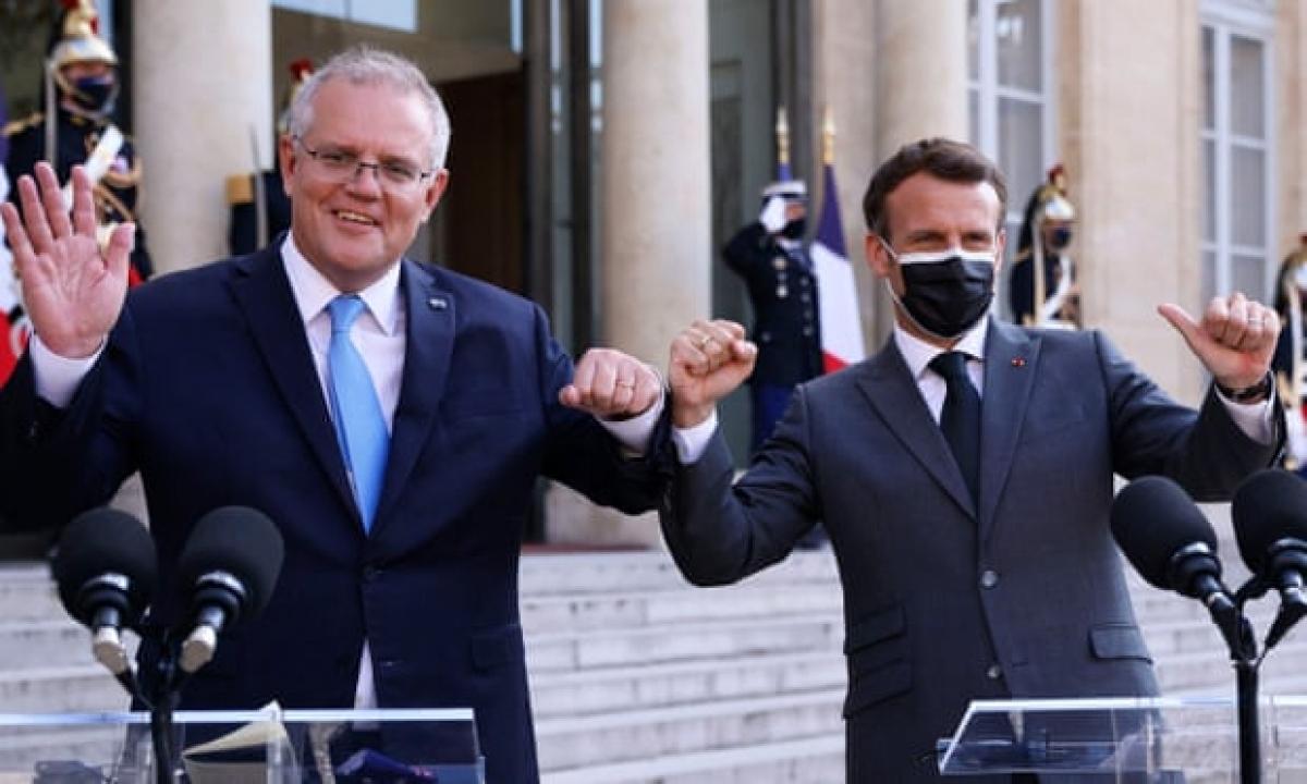 Thủ tướng Australia Scott Morrison và Tổng thống Pháp Emmanuel Macron tại Điện Elysee tháng 6/2021. Ảnh: Getty