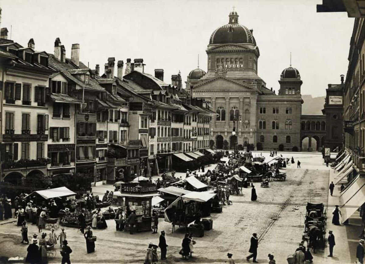 Một khu chợ ở Bern, Thụy Sĩ không rõ ngày tháng.
