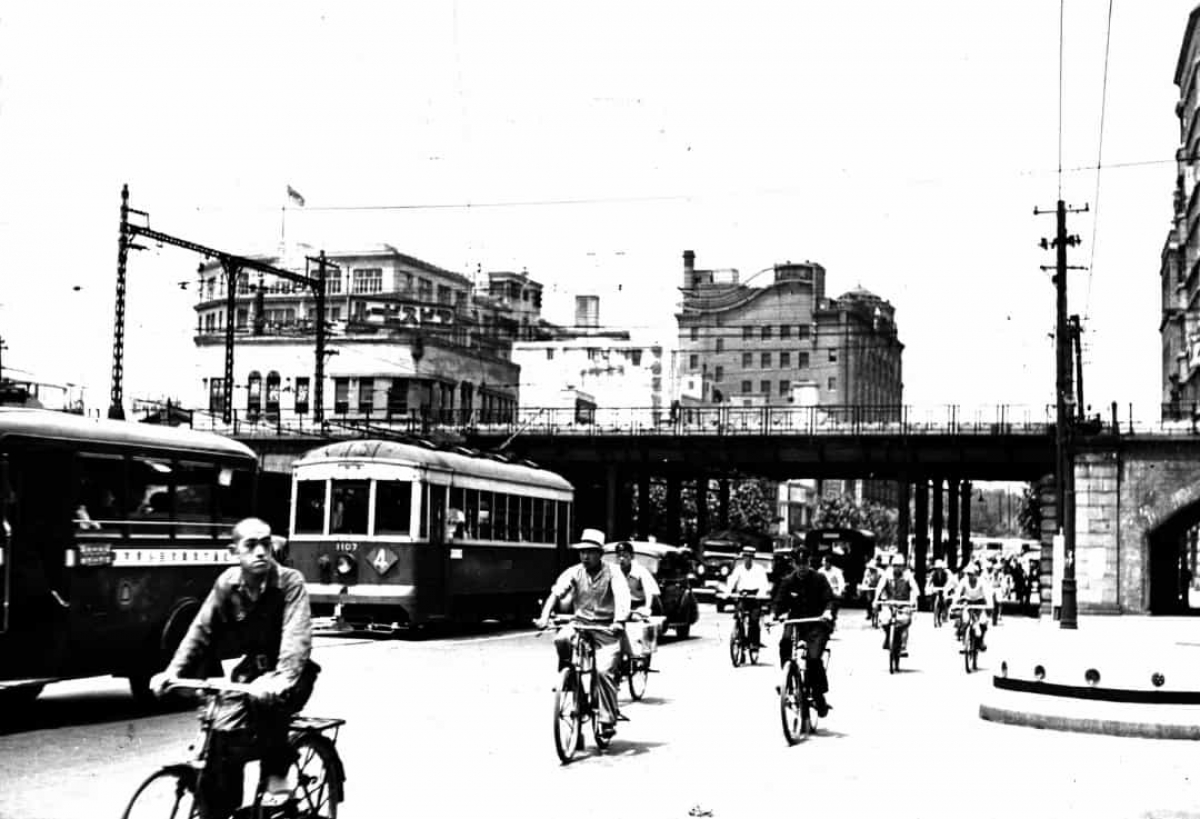 Đường phố Tokyo, Nhật Bản tấp nập năm 1937.