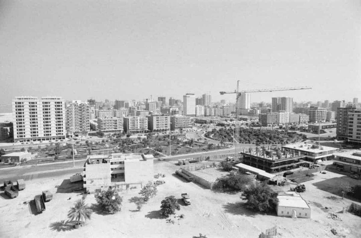 Vô số tòa nhà đang được xây dựng ở Abu Dhabi, thủ đô của Các Tiểu vương quốc Arab thống nhất (UAE) năm 1978.