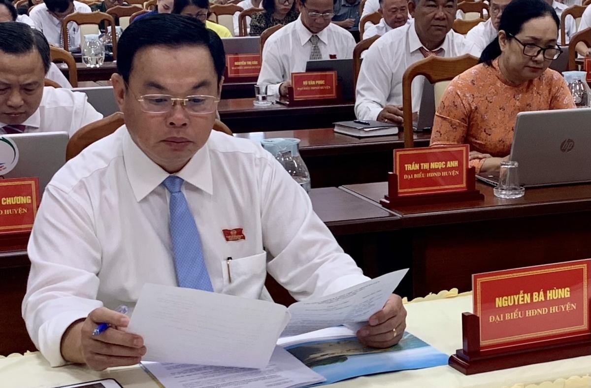 Ông Nguyễn Bá Hùng tại Kỳ họp HĐND huyện Long Điền nhiệm kỳ 2016 – 2021