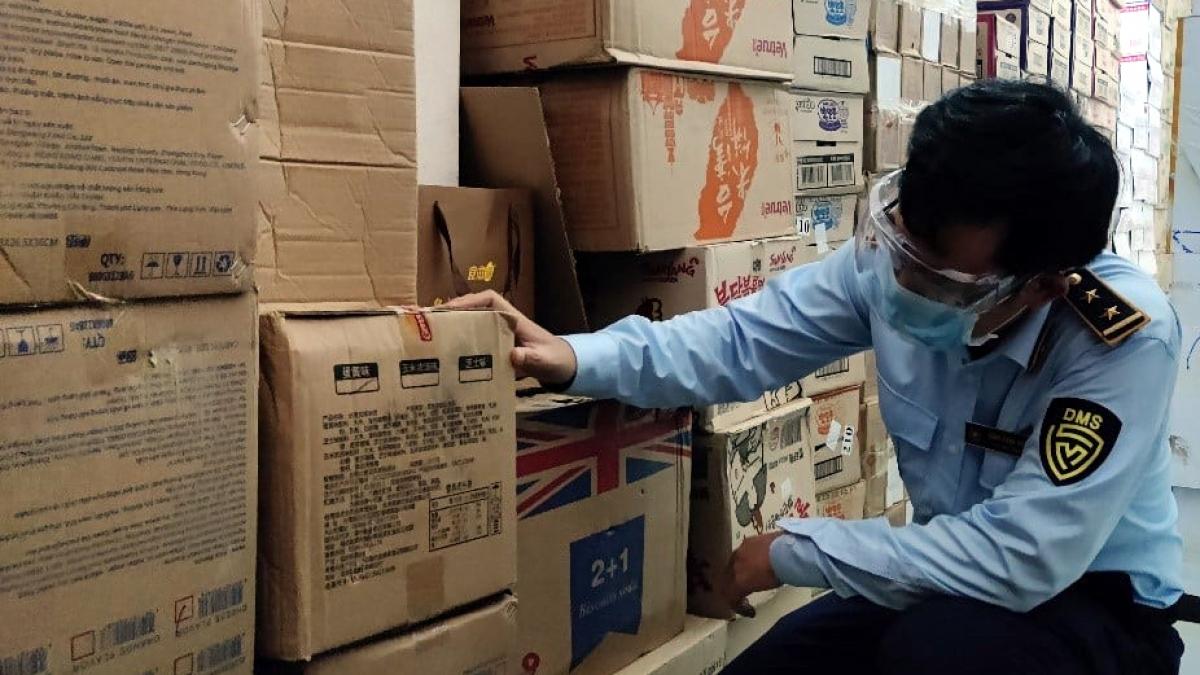 Cục QLTT TP Đà Nẵng đã phát hiện và tạm giữ tổng cộng 43.463 đơn vị sản phẩm là bánh, kẹo không có hóa đơn chứng từ.