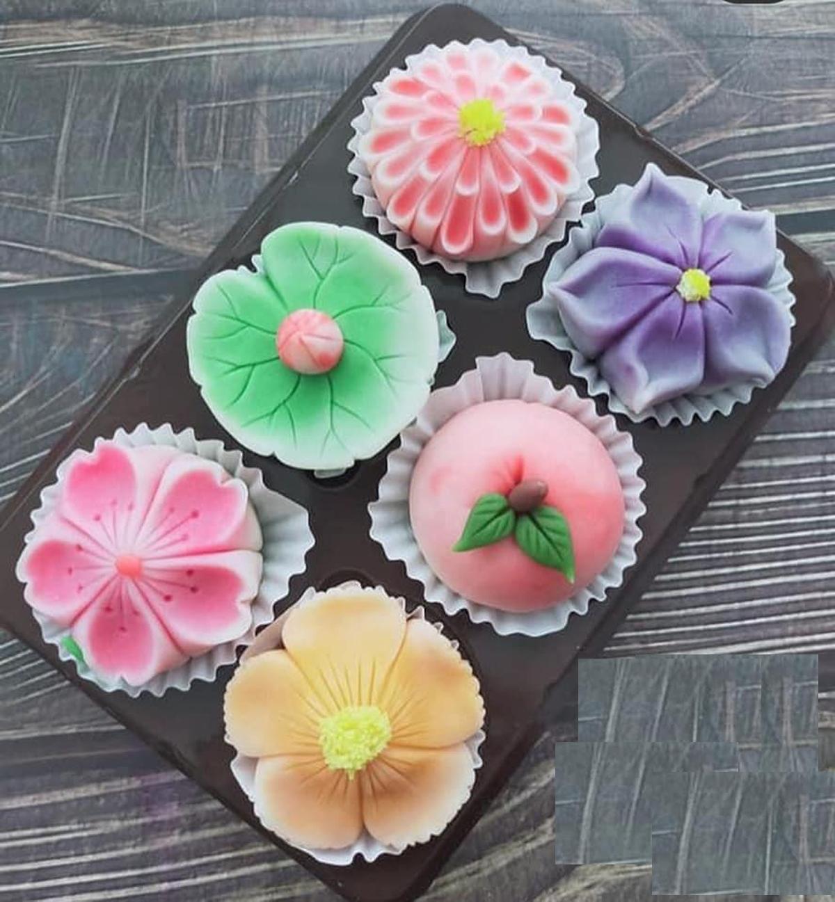 """Đây là mẫu bánh Nhật Bản Namagashi, giá không """"mềm"""" như các loại bánh trung thu thông thường, nhưng vì đẹp mắt nên khách vẫn đặt mua./."""