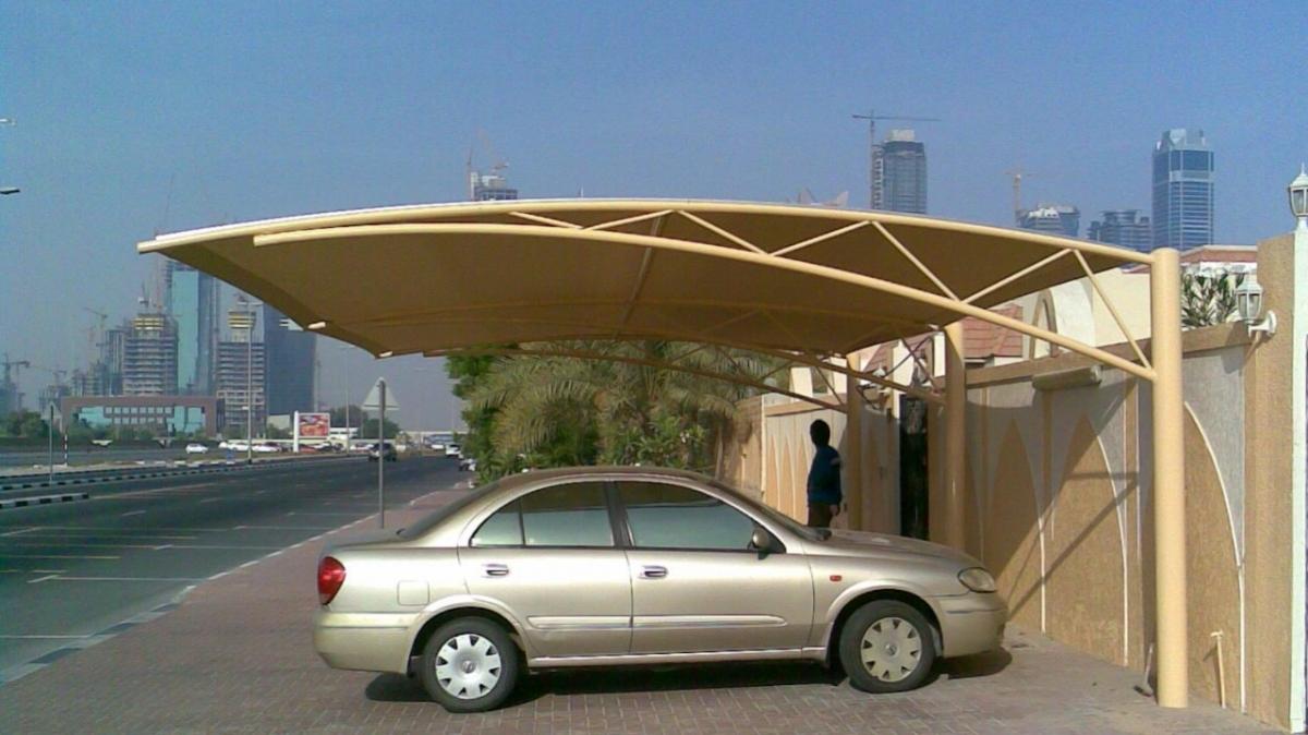 Đỗ xe dưới mái che để tránh tác nhân thiên nhiên ảnh hưởng. Ảnh: Jenishinfra
