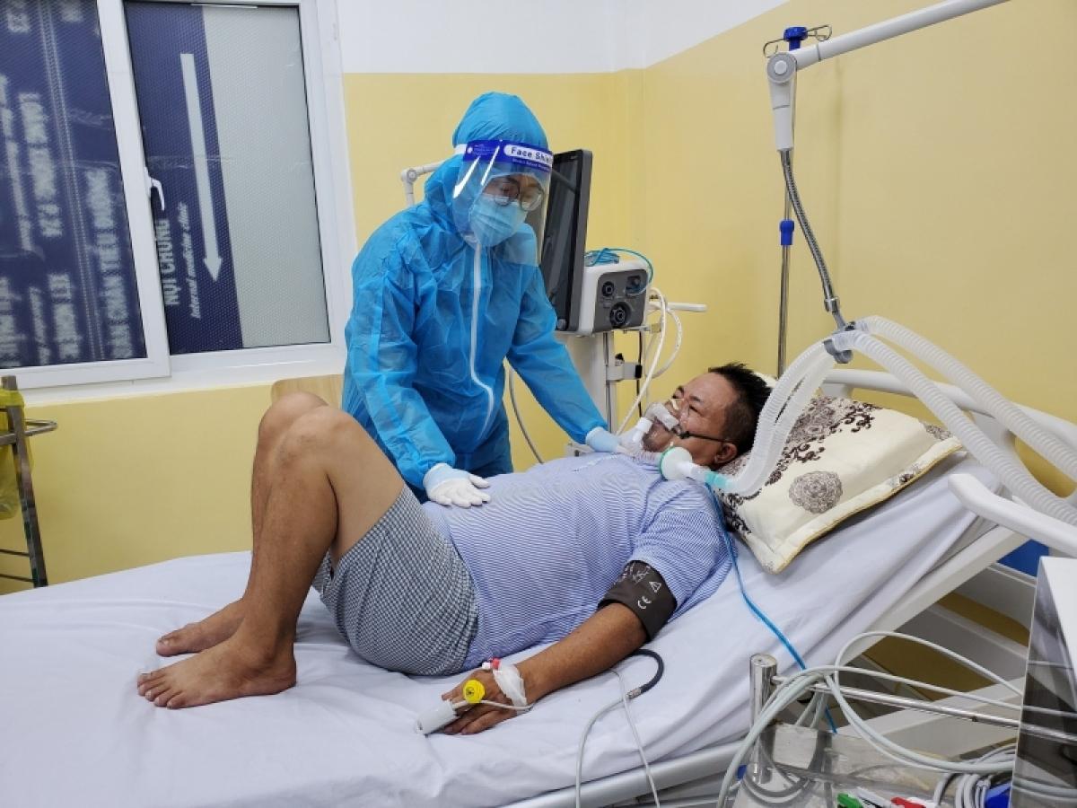 Bệnh nhân vừa điều trị COVID vừa được phục hồi chức năng tại Bệnh viện 1A.