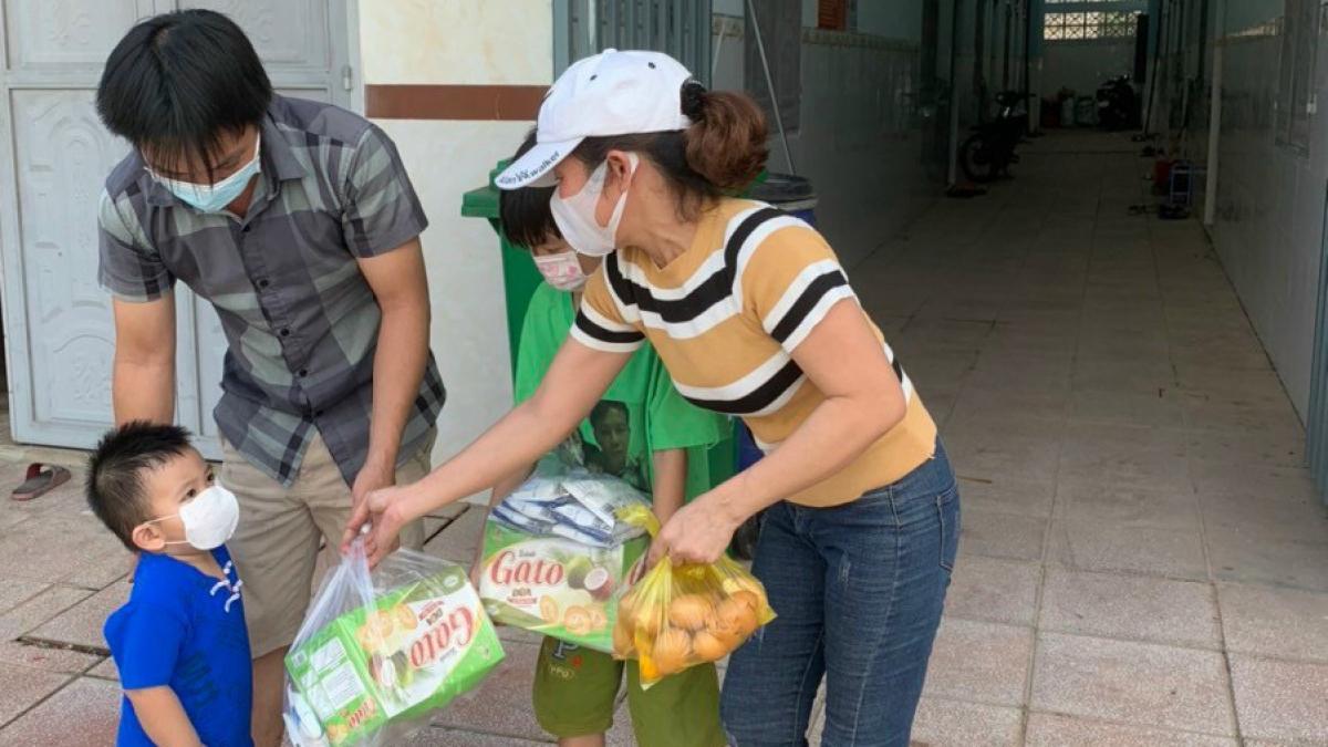 Thời điểm này, công nhân ở Bình Dương tiếp tục được nhận hỗ trợ lương thực, thực phẩm