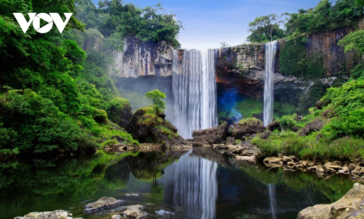 There are many beautiful waterfalls, all of which serve as extremely attractive eco-tourism destinations.