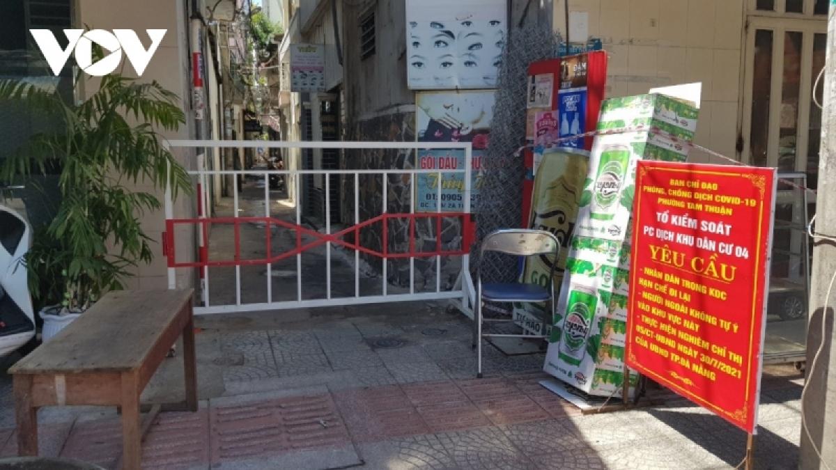 Lãnh đạo thành phố Đà Nẵng yêu cầu chỉ nên giữ lại hàng rào ở các con hẻm nhỏ để giữ vùng xanh.