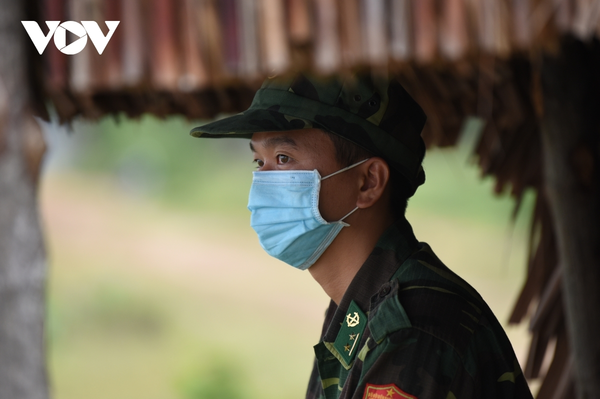 Hundreds of soldiers have been mobilised to the Ha Tien border gate over recent times as the COVID-19 outbreak prompted many people to seek ways to enter Vietnam illegally, posing a high risk of spreading COVID-19.