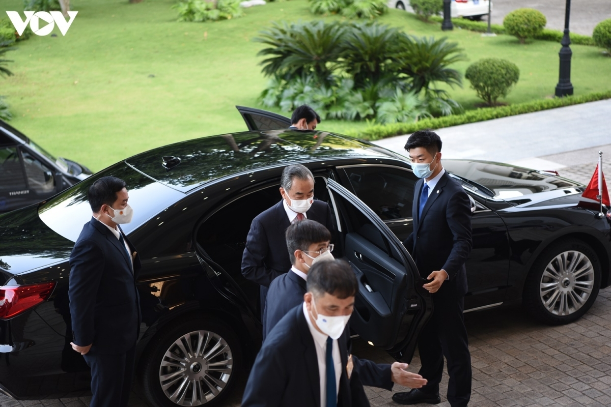 FM Wang arrives in Hanoi on September 10 for three-day visit at the invitations of Deputy PM Pham Binh Minh and Foreign Minister Bui Thanh Son.