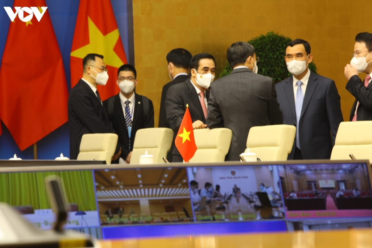 The 13th meeting of the China-Vietnam Steering Committee for Bilateral Cooperation is attended by many high-ranking officials of the two countries and is virtually connected to places in both Vietnam and China.
