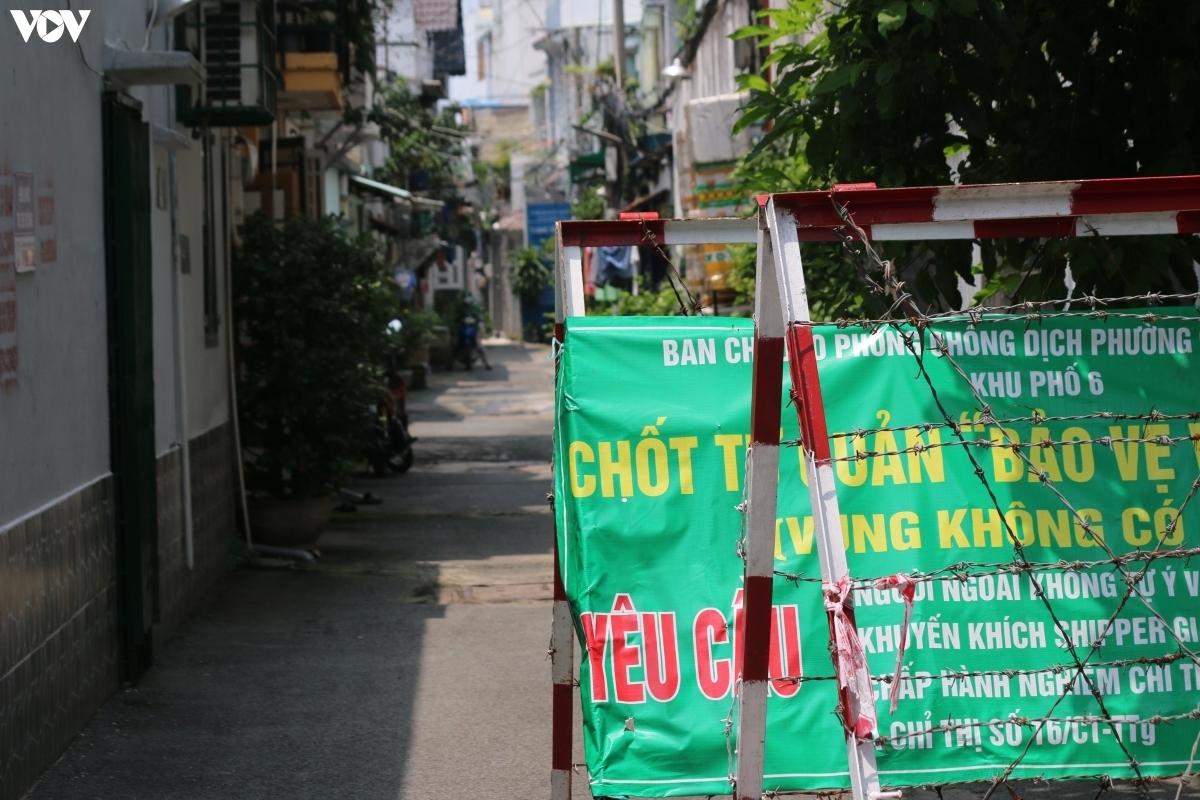"""Một chốt chặn, chốt tự quản """"vùng xanh""""ở quận Gò Vấp được tháo dỡ trong ngày 28/9."""