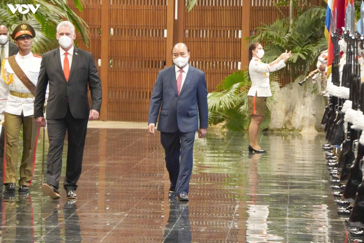 Bí thư thứ nhất Ban Chấp hành Trung ương Đảng Cộng sản Cuba, Chủ tịch nước Cộng hòa Cuba Miguel Díaz-Canel chủ trì lễ đón Chủ tịch nước Nguyễn Xuân Phúc