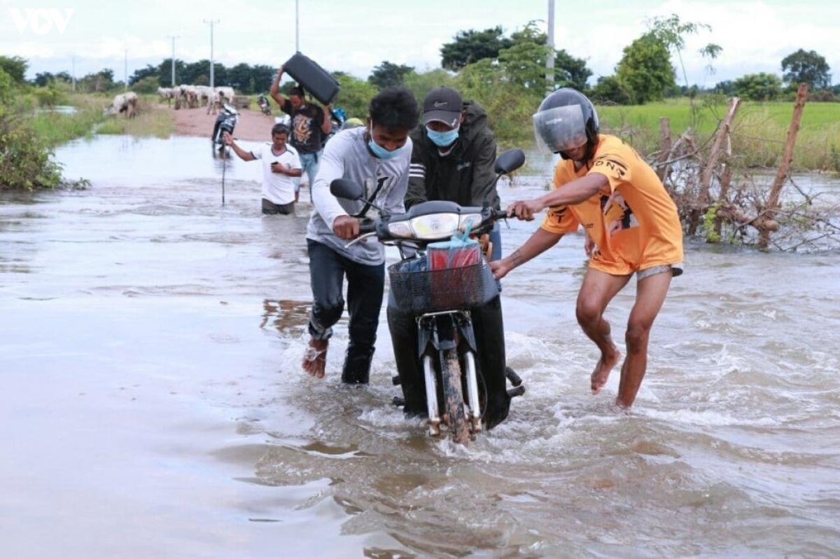 Người dân tỉnh Banteay Meanchey sơ tán tránh lũ