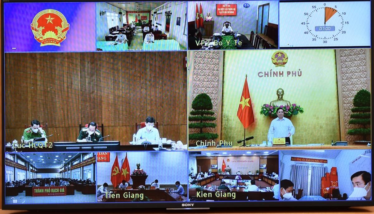 Thủ tướng họp trực tuyến kiểm tra công tác phòng chống dịch của 2 tỉnh Kiên Giang và Tiền Giang. (Ảnh: VGP)