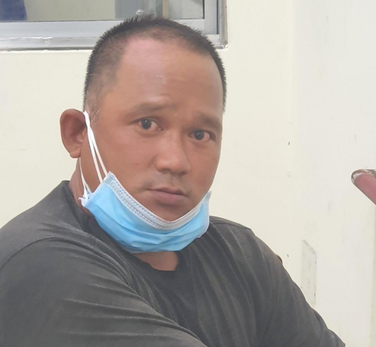 Tạm giữ Trương Ngọc Long dùng dao tấn công lực lượng làm nhiệm vụ phòng dịch