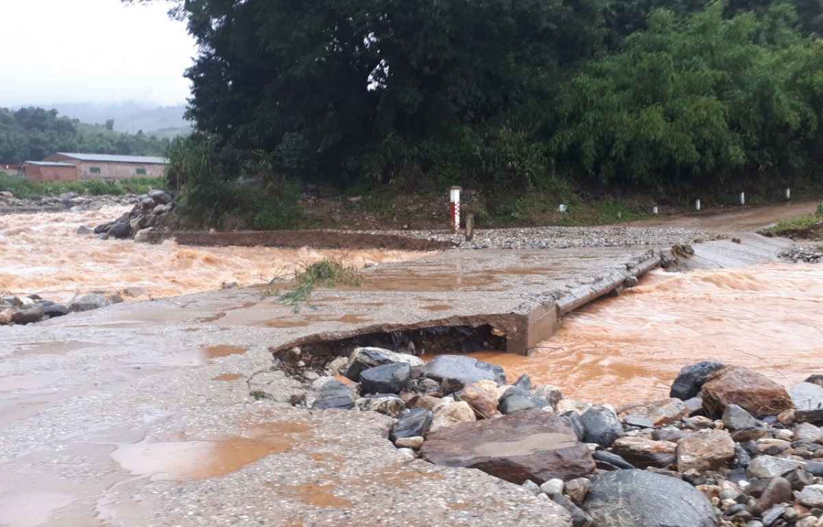Risiing floodwaters damage parts of a provincial road in Kon Tum