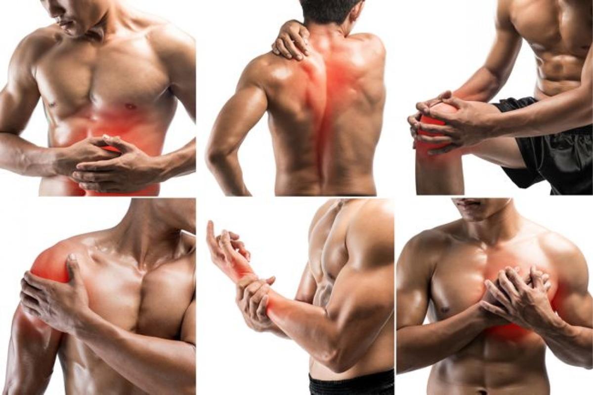 Đau nhức khắp người: Hầu hết những người bị sốt xuất huyết đều có xu hướng bị đau ê ẩm khắp người. Đó là do sự xuất hiện của virus khiến cơ thể bị thiếu vitamin và khoáng chất, từ đó gây cảm giác đau ở cơ, xương và khớp. Trong hầu hết các trường hợp, cơn đau thường khá nghiêm trọng, đòi hỏi người bệnh cần bổ sung dịch dinh dưỡng.