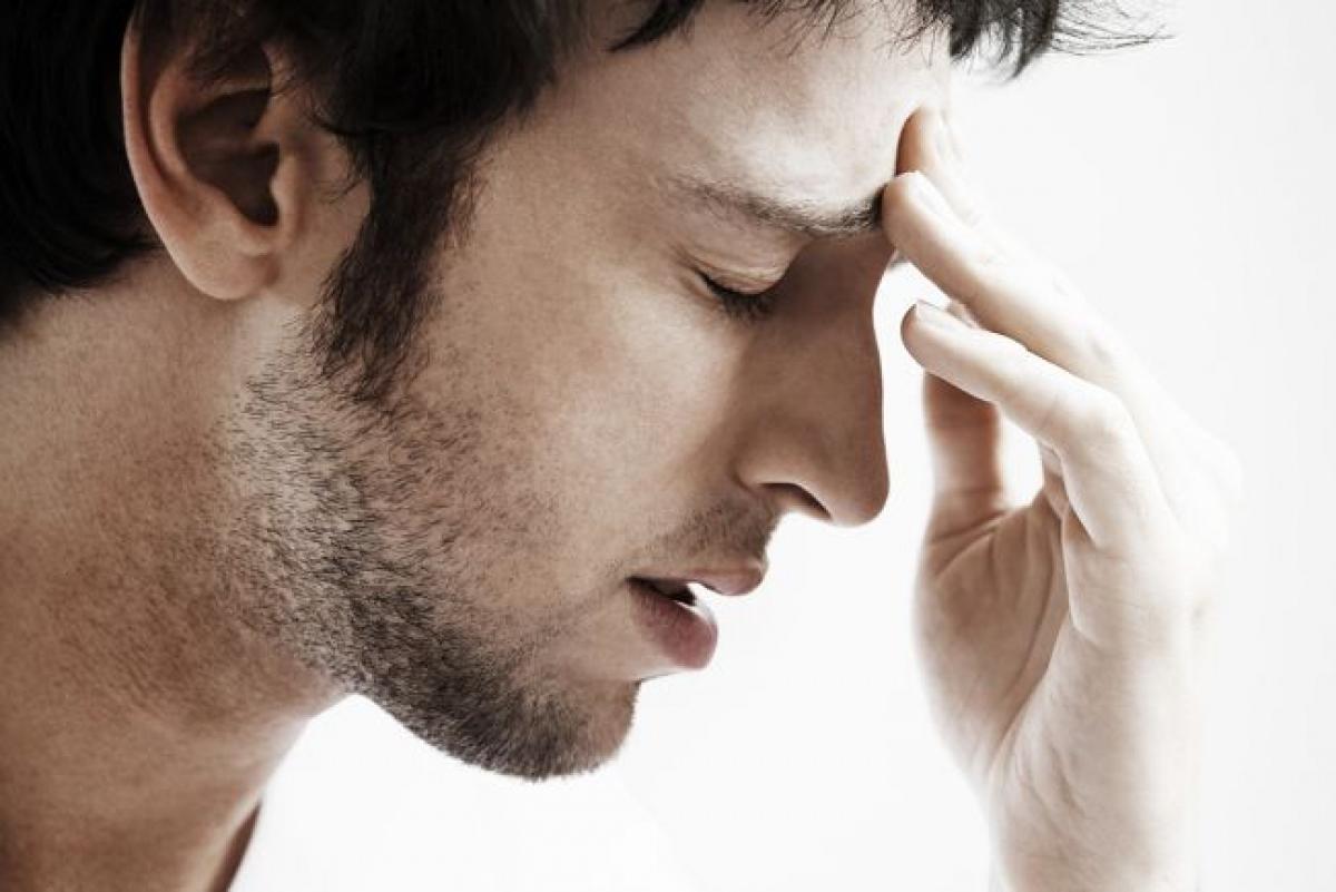 Đau đầu: Khi bị đau đầu, bệnh nhân mắc sốt xuất huyết cần tham khảo ý kiến bác sĩ để được kê thuốc giảm đau, tránh tự ý mua thuốc giảm đau ở hiệu thuốc. Một số các loại thuốc bán sẵn có thể làm tăng nặng các triệu chứng hoặc làm tăng nguy cơ biến chứng do sốt xuất huyết.