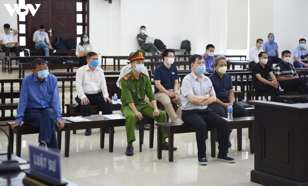 6 bị cáo có kháng cáo đều có mặt tại phiên tòa. (Ảnh: Trọng Phú)