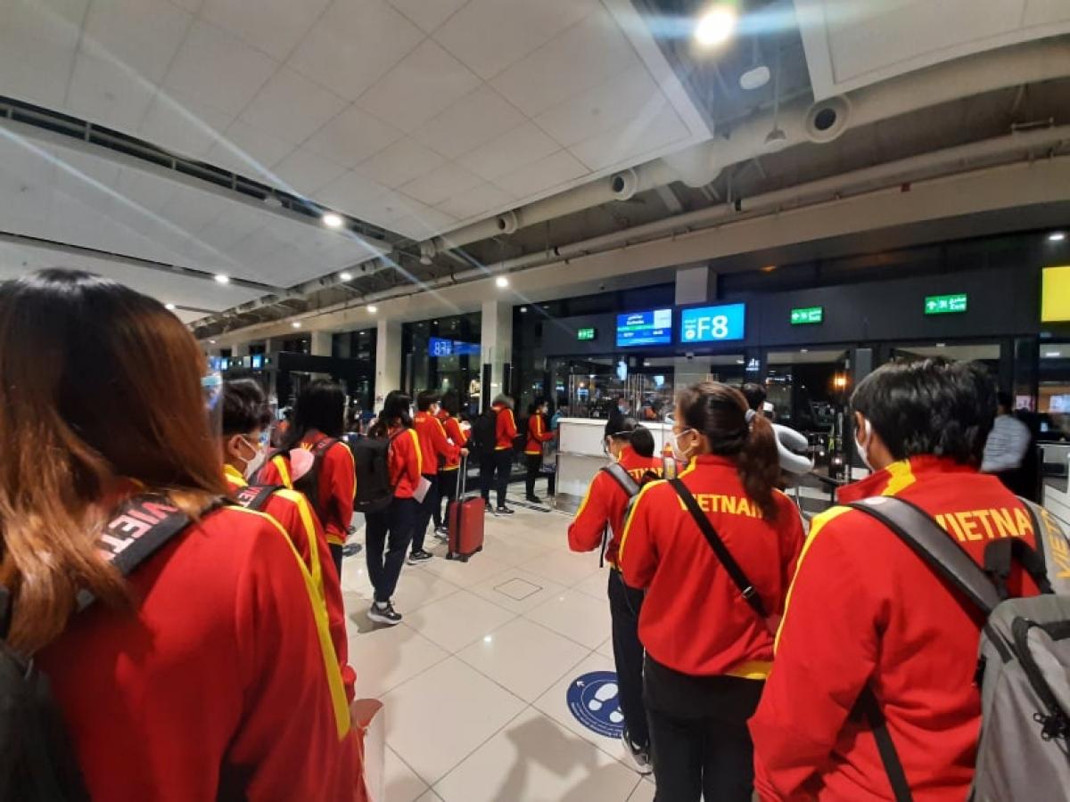 ĐT nữ Việt Nam tới Tajikistan sau hơn 1 ngày di chuyển. (Ảnh: VFF)