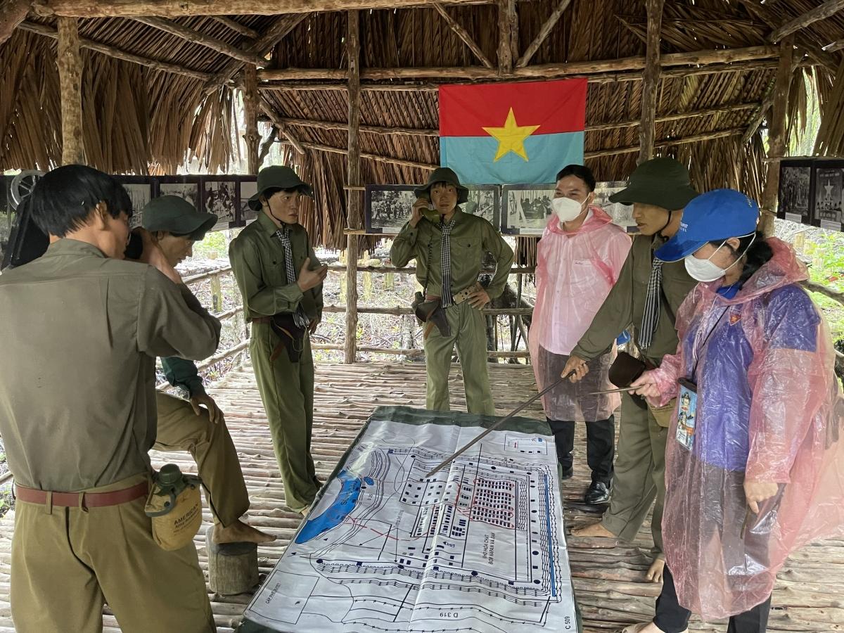 Đội ngũ y bác sĩ tìm hiểu về cuộc sống, các trận đánh và chiến tích của những chiến sĩ đặc công Rừng Sác trong thời kỳ chiến tranh