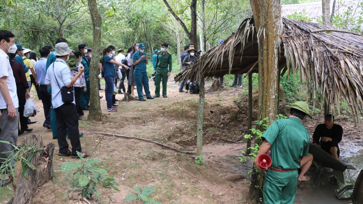 Du khách tham quan tại khu di tích địa đạo Củ Chi.