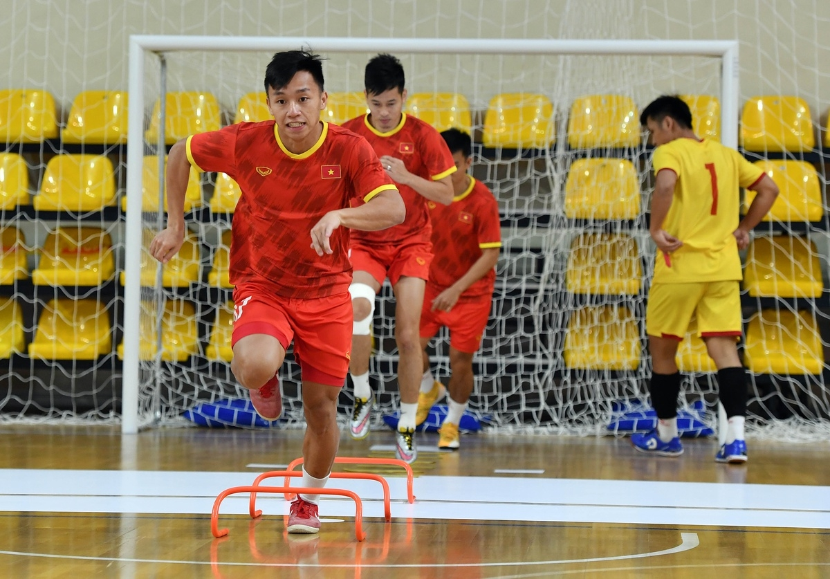 The players hold a two-hour long training session, with head coach Pham Minh Giang intensifying exercises for his players.