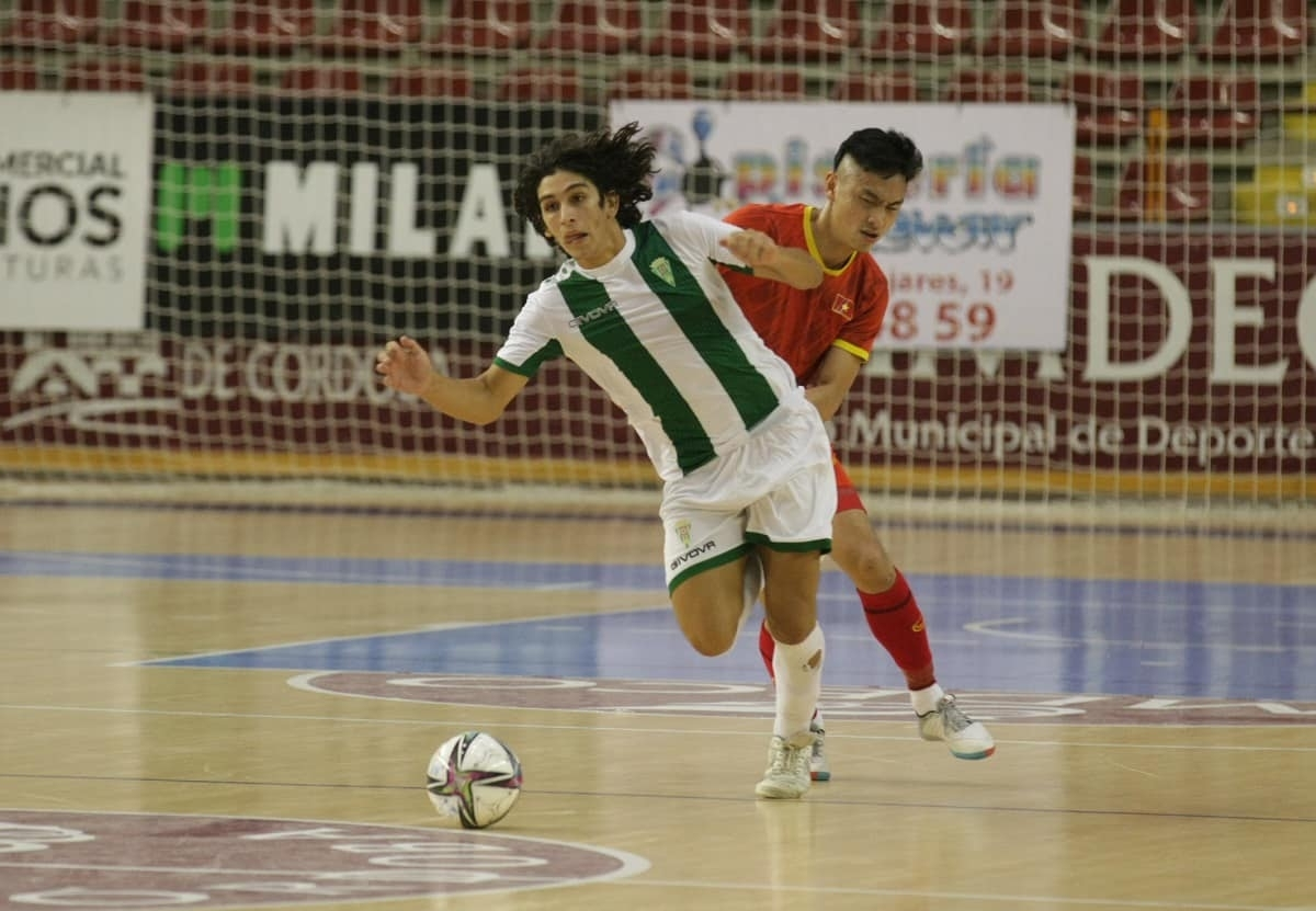 Minh Tri opens the scoring for Vietnam in the opening minutes.