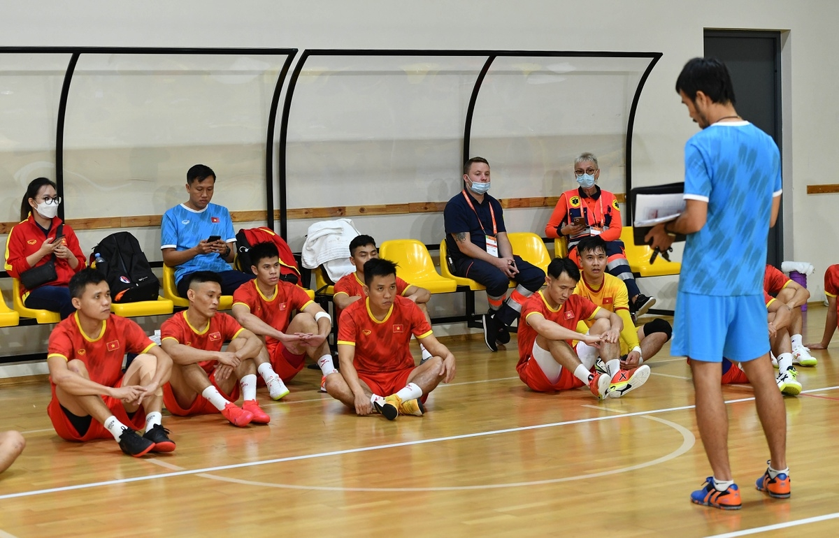 Coach Giang guides his players as they practice the counter-attack tactic.