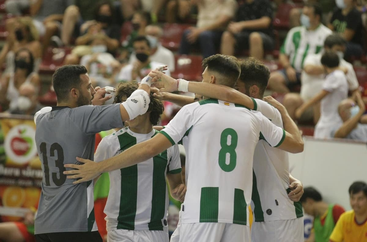 Zequi manages to put Cordoba 2-1 in front in the 35th minute.