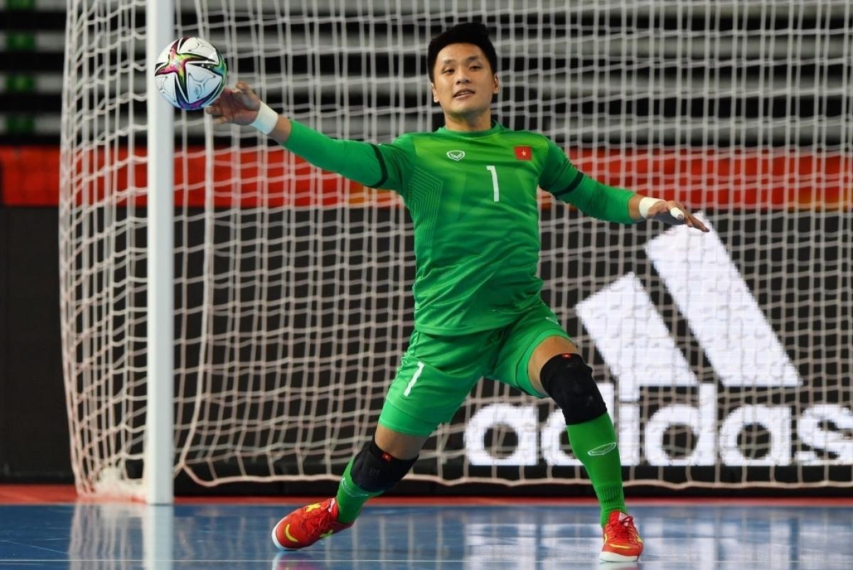 Goalkeeper Van Y puts in a good performance as he saves Vietnam several times.