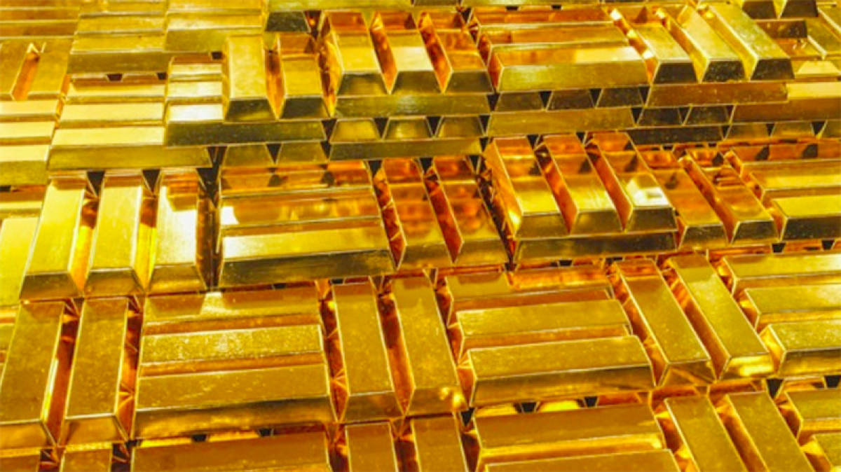 Vàng thế giới quay đầu giảm, vàng trong nước vẫn đứng giá. (Ảnh: KT)