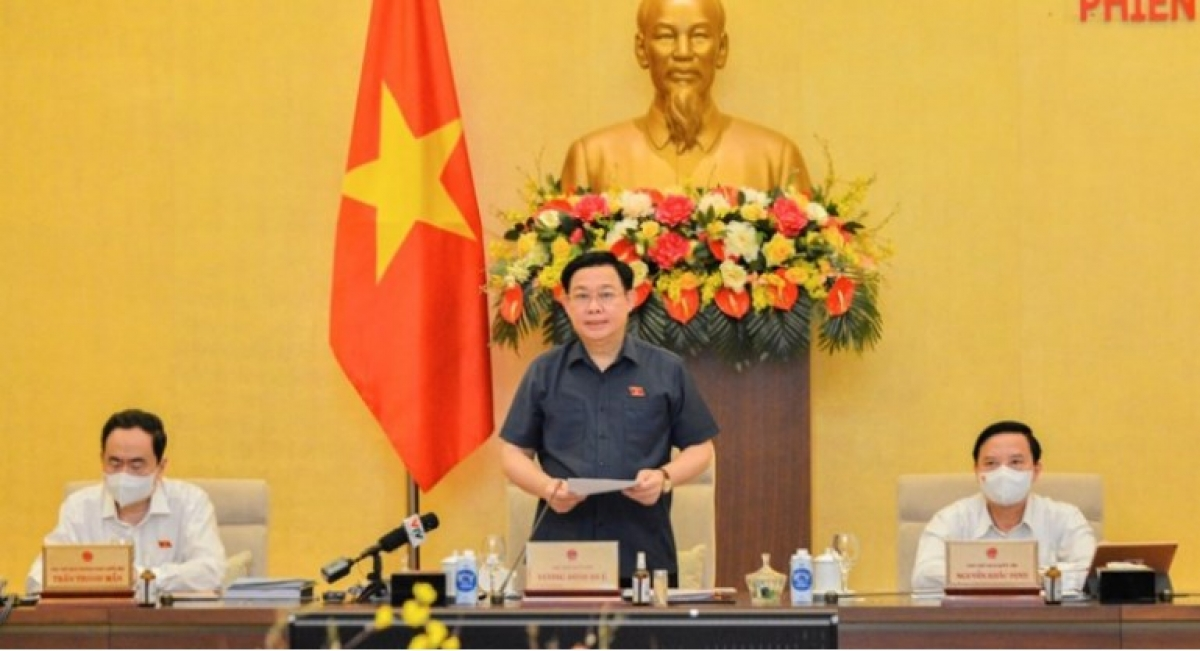 NA Chairman Vuong Dinh Hue chairs the third session of the 15th National Assembly Standing Committee