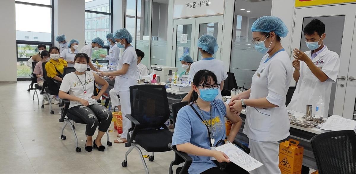 Hải Phòng quan tâm phòng chống dịch trong khu công nghiệp, ưu tiên nguồn vaccine tiêm cho công nhân.