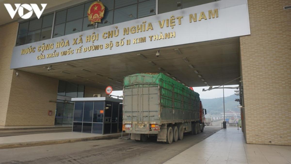 Hàng tạm nhập tái xuất qua Lào Cai hiện chỉ còn qua lối duy nhất tại Cửa khẩu Kim Thành.