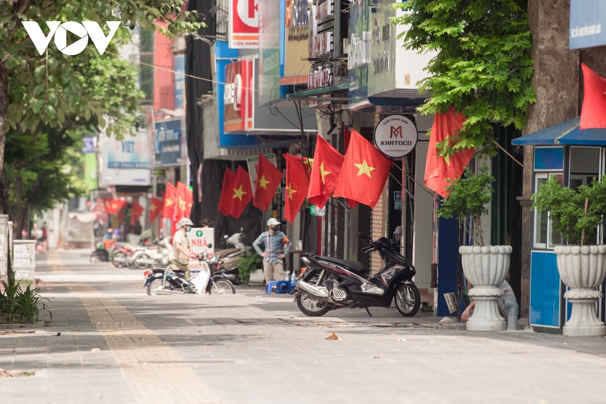 Many Hanoians hang the national flag to celebrate National Day.