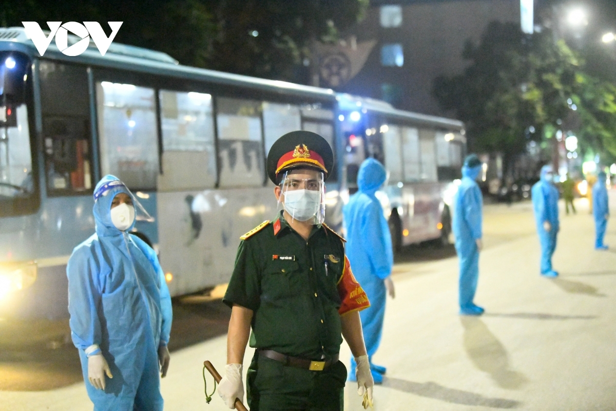 Local authorities have persuaded approximately 1,200 locals who had indirect contact with F0 and F1 cases to go to a concentrated quarantine facility on the outskirts of Hanoi, in an effort to separate all F0 & F1 cases from the community.