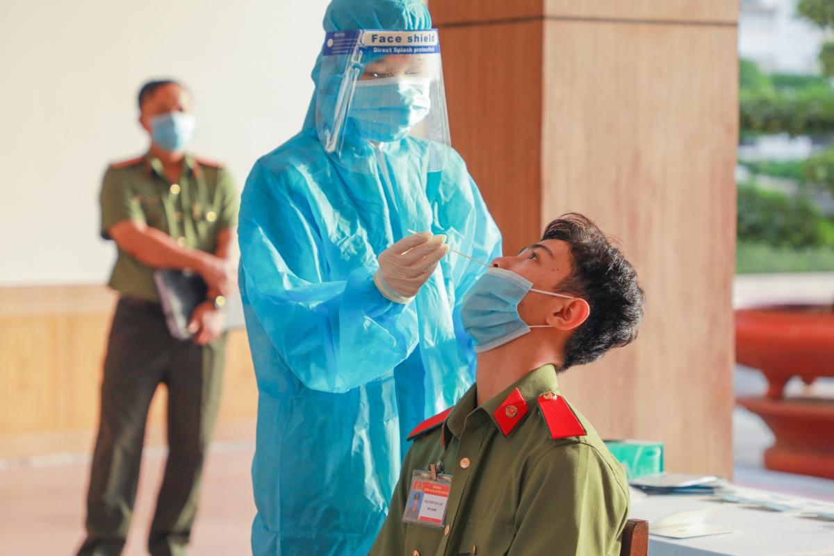 Tổ chức test nhanh kháng nguyên đối với người tham gia và hỗ trợ hiến máu