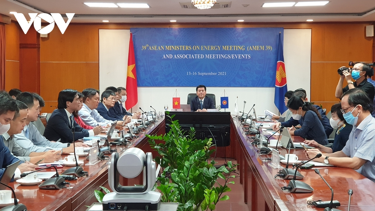 Minister of Industry and Trade Nguyen Hong Dien addresses the 39th ASEAN Ministers on Energy Meeting (AMEM 39)