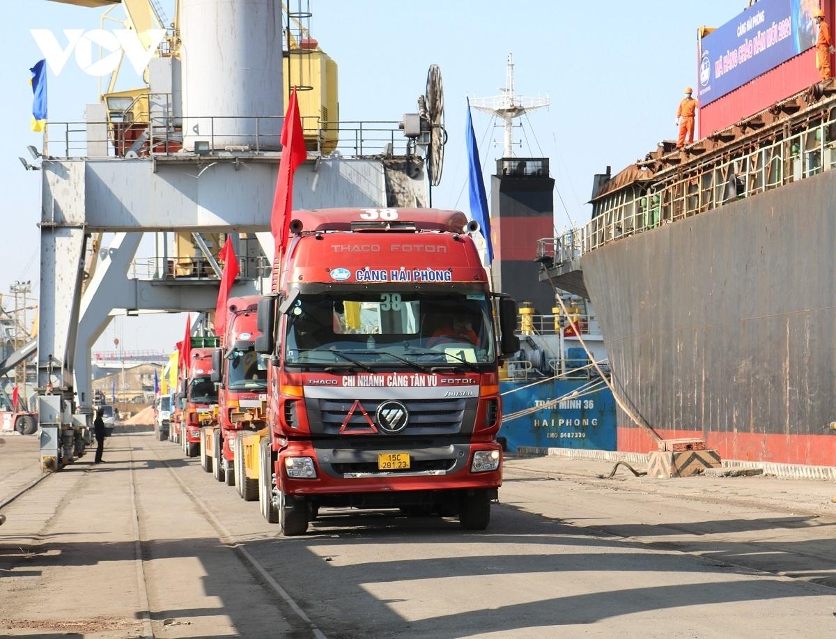 Kiểm tra địa bàn thành phố Hải Phòng, ghi nhận thực tế, lưu lượng phương tiện đi đến thành phố Hải Phòng đặc biệt là xe container vẫn rất lớn tuy nhiên không có bất cứ hiện tượng ùn ứ.