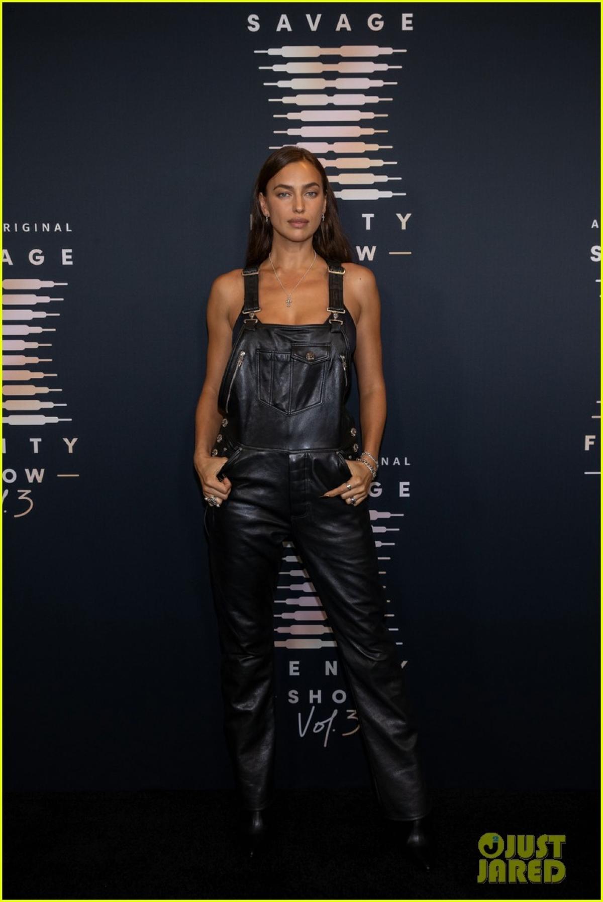 Irina Shayk tham dự Savage X Fenty Show Vol. 3! - chương trình truyền hình Mỹ về show diễn thường niên của thương hiệu Savage x Fenty, thương hiệu đồ lót của Rihanna diễn ra ở Los Angeles hôm 22/9.