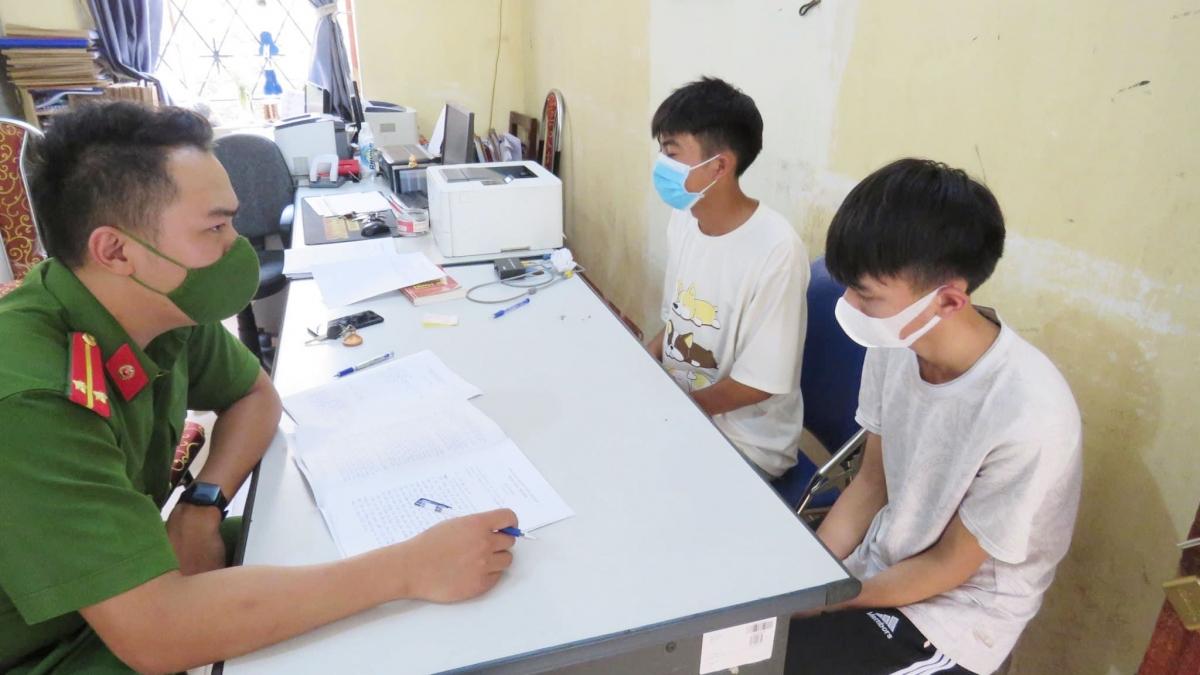 Trịnh Quốc Việt và Bùi Gia Minh tại cơ quan Công an