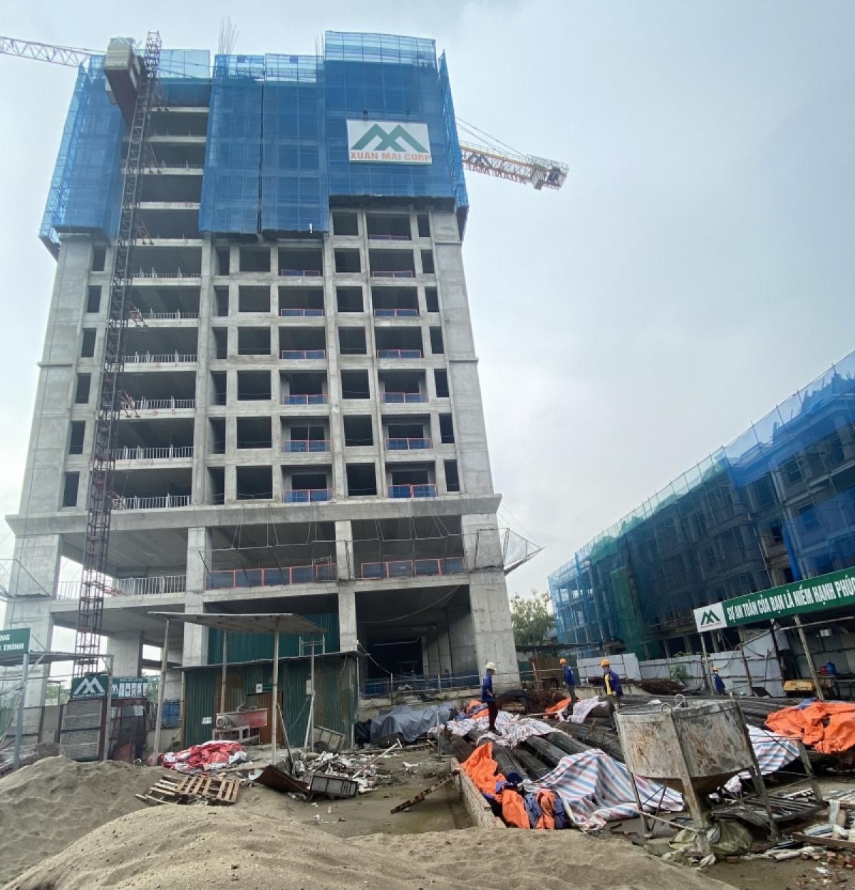 Sau giãn cách xã hội, nhiều công trình tại Hà Nội đã được phép xây dựng trở lại.