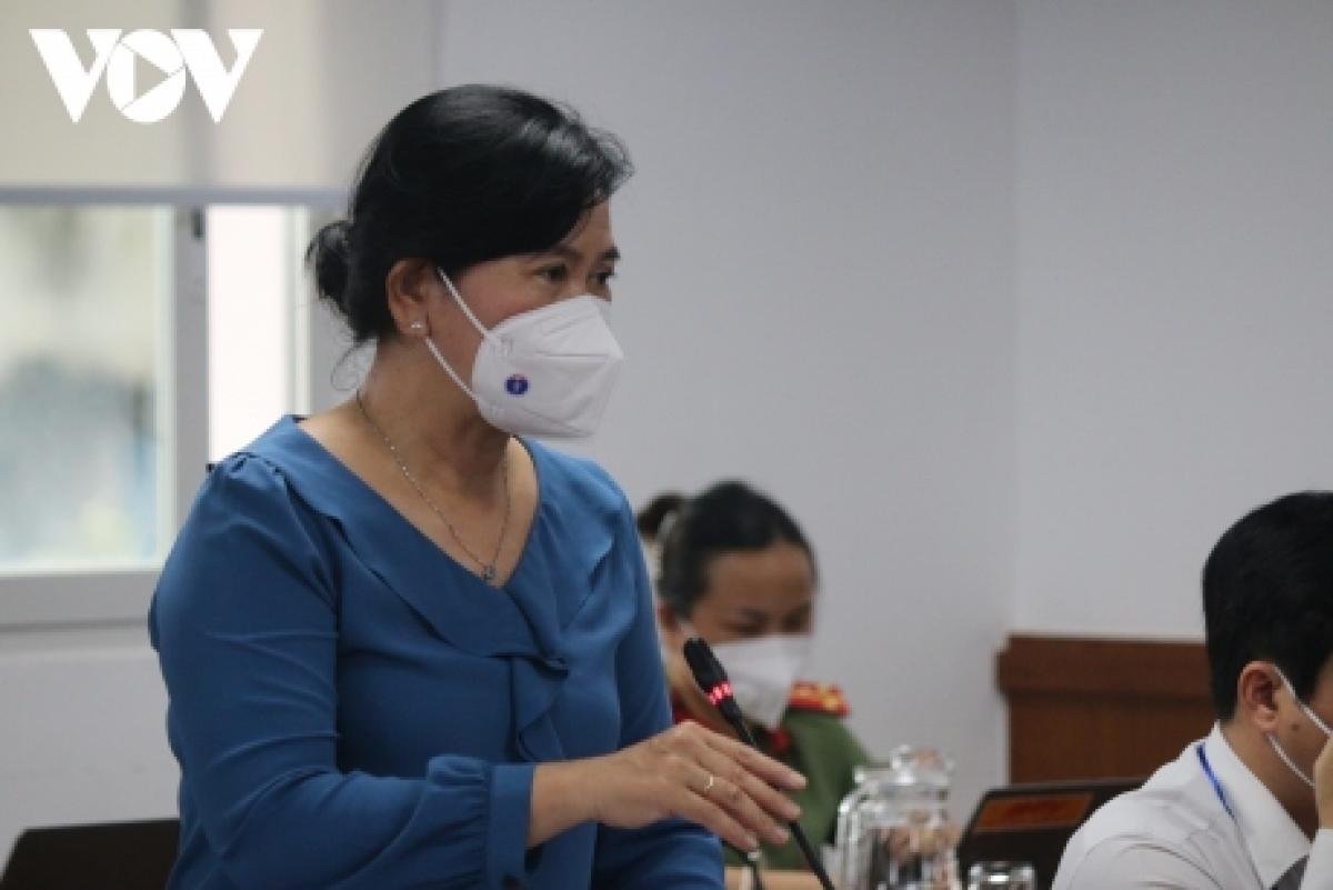Bà Nguyễn Thị Huỳnh Mai, Chánh văn phòng Sở Y tế TP.HCM cho rằng sẽ không đủ bộ kit test phát cho các shipper để tự làm xét nghiệm tại nhà theo yêu cầu của Sở Công thương TP.
